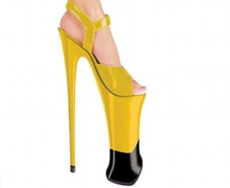 S-au lansat cei mai inalti pantofi cu toc de pe piata, cu toc de 23 de cm