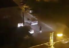 SCANDAL in cartierul Anadalchioi, intre agentii de paza si tigani. Au intervenit MASCATII! VIDEO