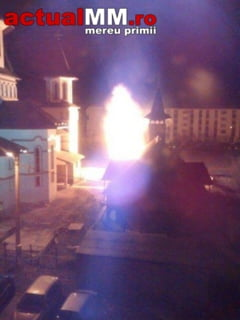 SEMN RAU IN POSTUL MARE - Vezi cum a ars clopotnita Bisericii de pe Munteniei (FOTO CITITORI)