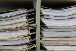 SRI anunta ca a predat CNSAS mii de documente din arhiva Securitatii