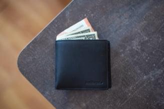 "STUDIU: 17.000 de portofele au fost ""uitate"" pe strazi in 40 de tari. Cati romani au returnat portmoneul cu bani"