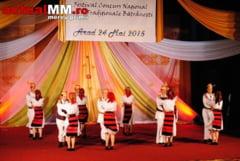 SUNTEM BUNI LA DANS - Ansamblul Traditii Maramuresene, aplaudat la scena deschisa la festivalul de la Arad