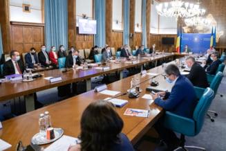 SURSE: Guvernul va sesiza marti CCR in legatura cu rectificarea bugetara adoptata de Parlament care include cresterea pensiilor cu 40%
