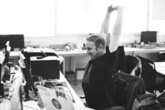 Sa facem miscare la birou! Zece exercitii pentru incepatori, simple, de pe scaun