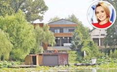 Sa tot stai izolat in asa palate! Uite ce vile au pe lacul Snagov vedetele, milionarii si politicienii Romaniei!