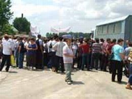 Salariatii de la Mioveni continua greva generala