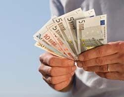 Salariile muncitorilor romani din strainatate au crescut cu 60%
