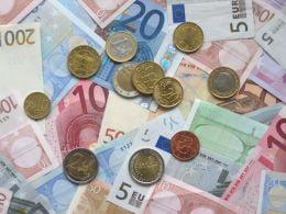 Salariul mediu brut va atinge 1.133 de euro in 2020
