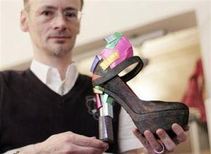 Sandalele zgarie-nori create de Mihai Albu, laudate in presa straina
