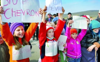 Santaj emotional la Pungesti. Copiilor li s-a spus ca daca mai participa la proteste nu mai vine Mos Craciun