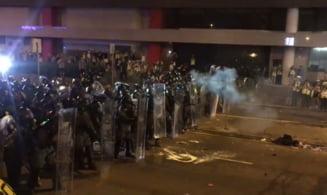 Saptamani de proteste in Hong Kong: Protestatarii arunca cu oua, politistii folosesc gloante de cauciuc (Foto&video)