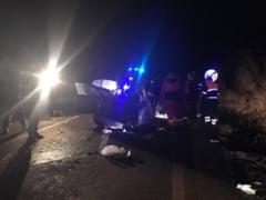 Sapte oameni implicati intr-un accident la Rusi - Un sofer a intrat pe contrasens
