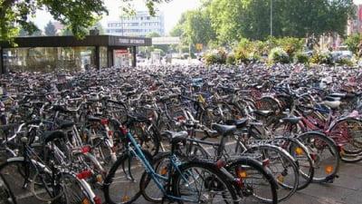 Saracia i-a impins pe romani sa-si cumpere mai mult biciclete, decat masini