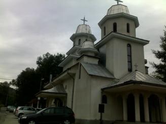 Sarbatoare la Biserica Momarlanilor de la poalele muntilor Parang - Foto-reportaj