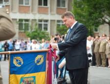 Sarbatoare pentru Regimentul de Garda: Iohannis le-a decorat drapelul de lupta