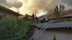 Sase gospodarii din Tulcea, distruse de un incendiu pornit de la scanteile unei unelte. Focul s-a extins rapid, din cauza distantei mici dintre case