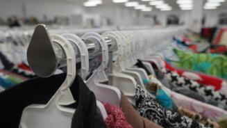 Sase persoane, arestate pentru evaziune fiscala dupa ce au achizitionat haine de dama prin firme fantoma