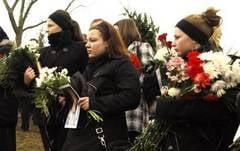 Sase saptamani de durere pentru parintii elevei sinucisa pentru profesorul ei
