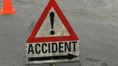 Sase tineri au fost raniti dupa ce au intrat cu masina intr-un copac de pe marginea drumului