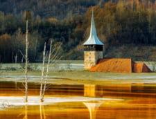 Sat din Romania acoperit de un lac toxic, uimirea jurnalistilor straini