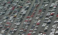 Scad vanzarile pe piata autoturismelor