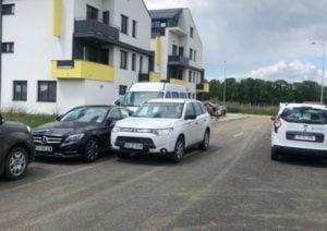 Scandal acum in Brasov. Strada blocata de un individ