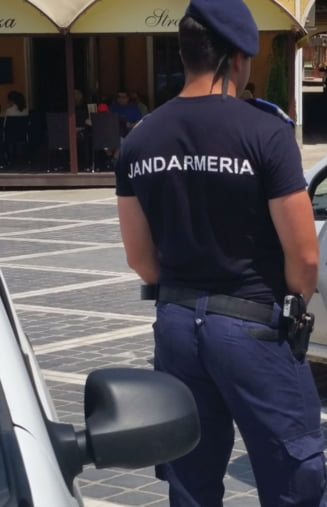 Scandal cu impuscaturi in Arges: Hotii de lemne au vrut sa-i calce cu masina pe jandarmi