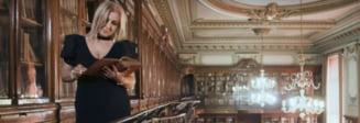 Scandal cu manele la Facultatea de Medicina: Au lasat-o pe Carmen Serban sa filmeze in biblioteca un clip (Video)