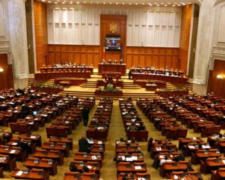 Scandal in Parlament - Deputatii PDL, acuzati ca au votat la 2 maini, Ponta a votat desi era la Cotroceni
