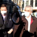 """Scandal in fata la DNA. Calin Popescu Tariceanu, intampinat cu catuse: """"La multi ani cu executare!"""""""