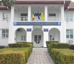 Scandal la Harsova: Primarul ar fi numit o coafeza manager de spital si o ospatarita administrator de cresa