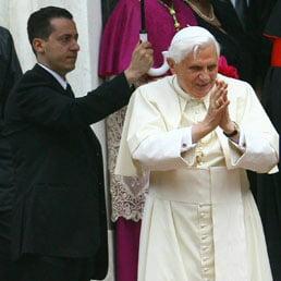 Scandal la Vatican: Majordomul Papei, arestat