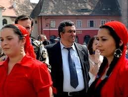 Scandal la inmormantarea lui Florin Cioaba: Rromii ii contesta pe noii regi