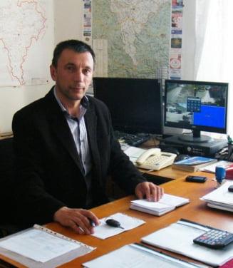 Scandal la o primarie din Alba dupa ce primarul PSD a fost trimis in judecata de DNA. Secretara institutiei a denuntat ca este amenintata. Procurorii au cerut arestarea edilului