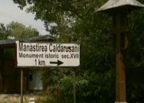Scandal sexual la Manastirea Caldarusani: Un calugar, in pat cu un tanar