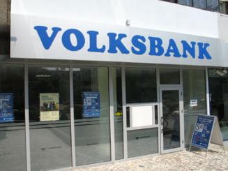 Scandalul Volksbank - mii de clienti vor sa duca banca in instanta