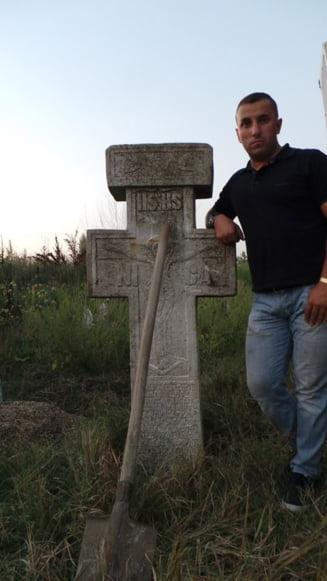 Scandalul continua: Dupa porci, pe terenul viitoarei moschei a aparut o cruce de o tona