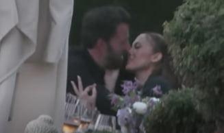"Scena ""fierbinte"" cu Jennifer Lopez si Ben Affleck. S-au sarutat in public, in preajma copiilor VIDEO"