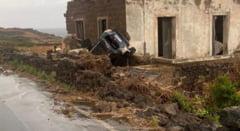 Scene apocaliptice pe o insulă din sudul Italiei. O tornadă a omorât cel puțin doi oameni VIDEO