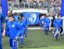 Scene dure in Liga 3 din Franta, acolo unde fanii lui Grenoble au intrat pe teren pentru a-si lovi favoritii (Video)