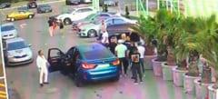 Scene socante in parcarea unui club din Mamaia: un barbat a fost calcat cu masina, s-au tras focuri de arma