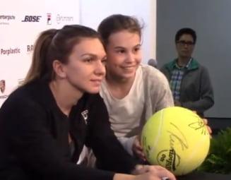 Scene superbe la Stuttgart: Sute de fani au stat la coada pentru un autograf de-al Simonei Halep