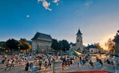 Scoala exclusiv online la Piatra-Neamt si Bicaz; restaurantele, barurile si cafenele se vor inchide la interior