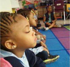 Scoala in care, in loc sa fie pedepsiti, elevii sunt pusi sa mediteze