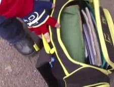 Scoala incepe cu perchezitii: Gentile elevilor, cautate de cutite, alcool si droguri (Video)