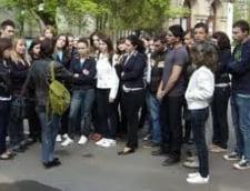 Scoala la Galati: Cursuri in aer liber, din cauza caldurii din clase