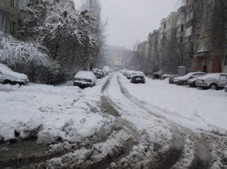 Scoli inchise marti in Bucuresti si in 11 judete, din cauza zapezii