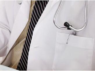 Scolile raman fara personal la cabinetele medicale