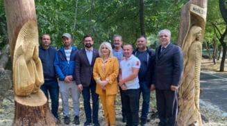 """Sculptorii au finalizat lucrarile realizate in interiorul arborilor uscati din Parcul """"Constantin Poroineanu"""" Caracal"""
