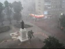 """Se anunta inundatii: 9.000 de politisti, pregatiti sa """"inlature efectele conditiilor meteo"""""""